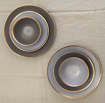 Mat antraciet servies met gouden rand (NIEUW!)