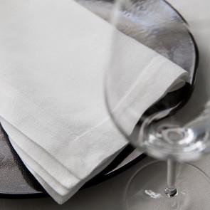 Witte servetten in verschillende uitvoeringen